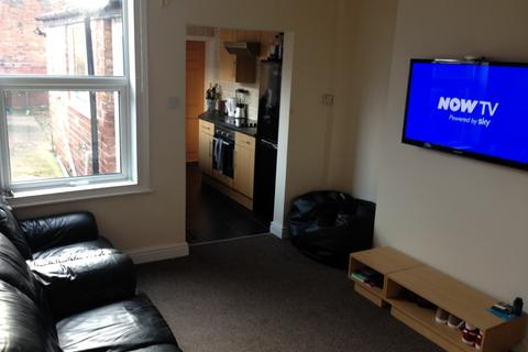 4 bedroom terraced house to rent - Thesiger Street, LINCOLN LN5