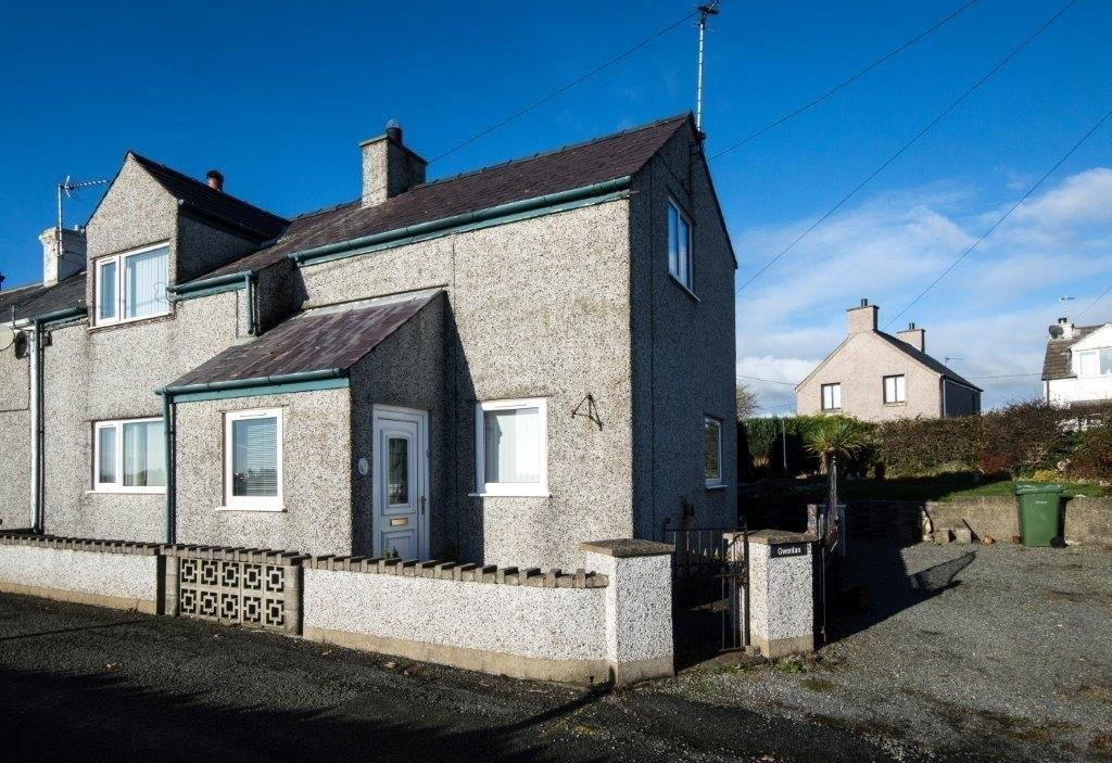 3 Bedrooms End Of Terrace House for sale in 1 Foundry Terrace, Pencarnisiog, North Wales