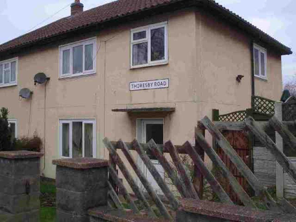 3 Bedrooms Semi Detached House for sale in Thoresby Road, Scunthorpe