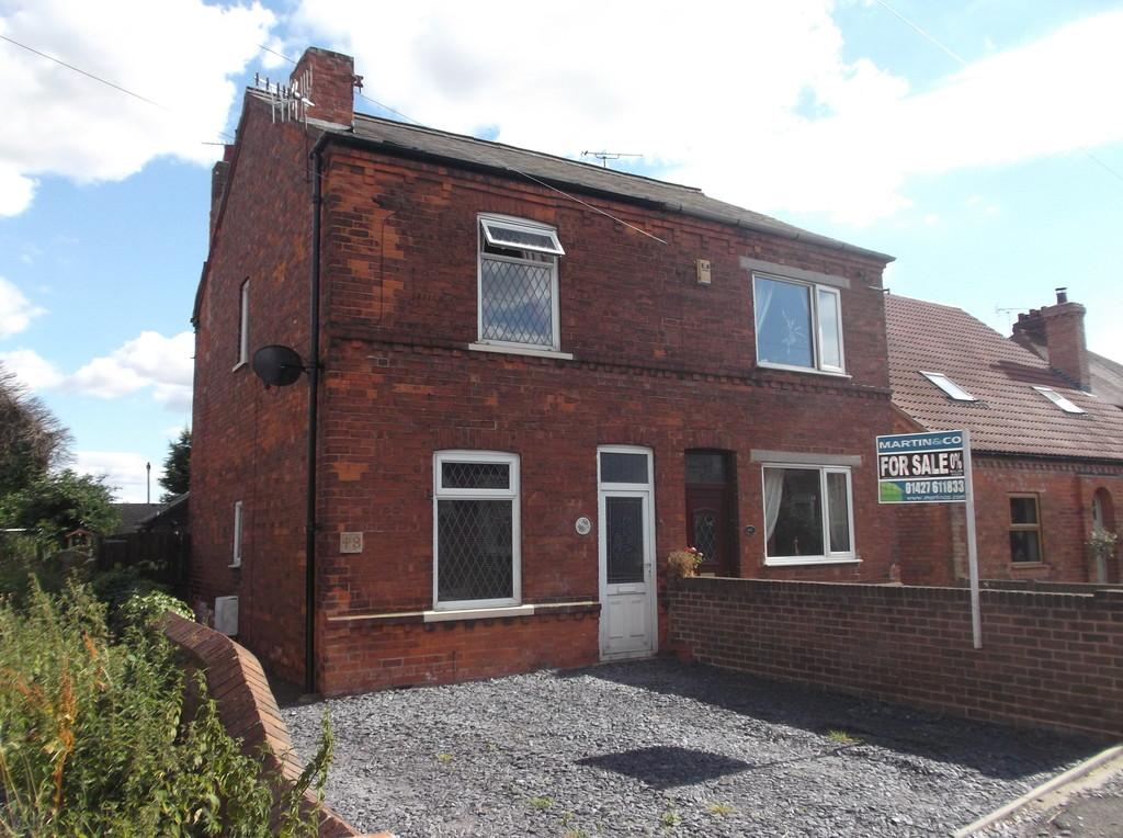 3 Bedrooms Semi Detached House for sale in Station Street, Misterton
