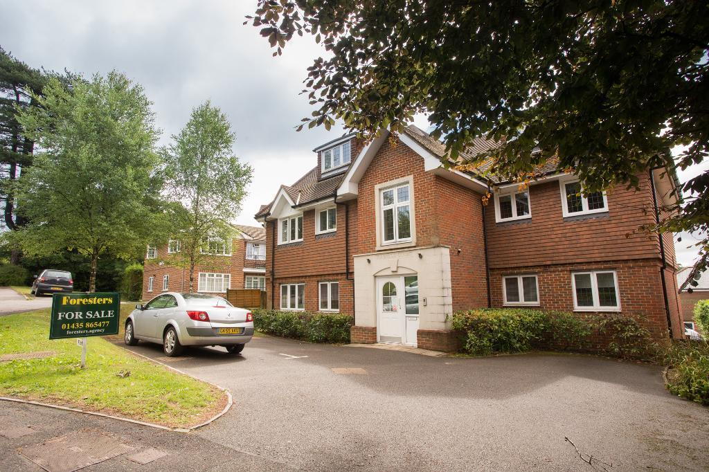 2 Bedrooms Apartment Flat for sale in Mutton Hall Hill, Heathfield, East Sussex, TN21 8LL