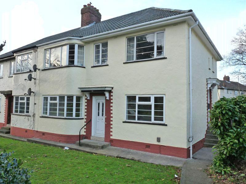 2 Bedrooms Apartment Flat for sale in Otley Road, Adel, Leeds LS16 6AL 2 Double Bedroom Ground Floor Flat