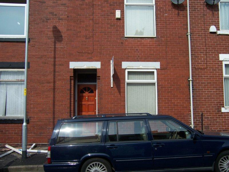 2 Bedrooms Terraced House for rent in Holmfield Avenue, Moston