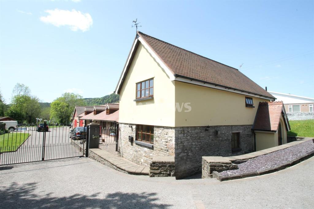 4 Bedrooms Detached House for sale in Alexandra Rd, Abercynon
