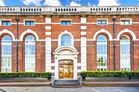 2 bedroom flat to rent - Bazalgette Court, Great West Road, Hammersmith, London, W6