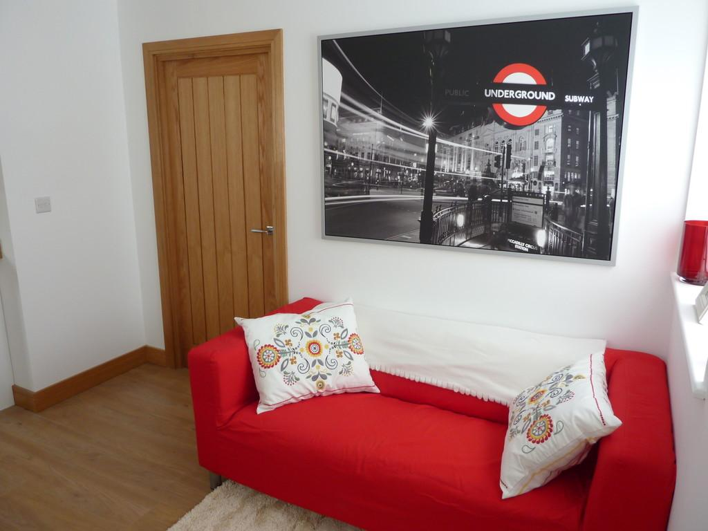2 Bedrooms Apartment Flat for sale in Balfour House, Winnall Close