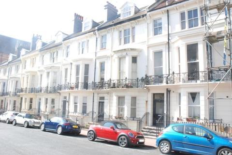 1 bedroom property to rent - 13e Powis Road