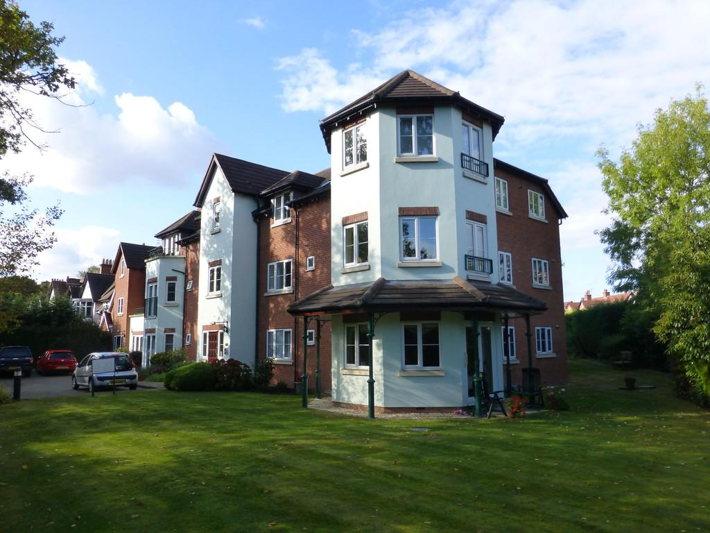 2 Bedrooms Ground Flat for sale in Streetsbrook Road, Solihull