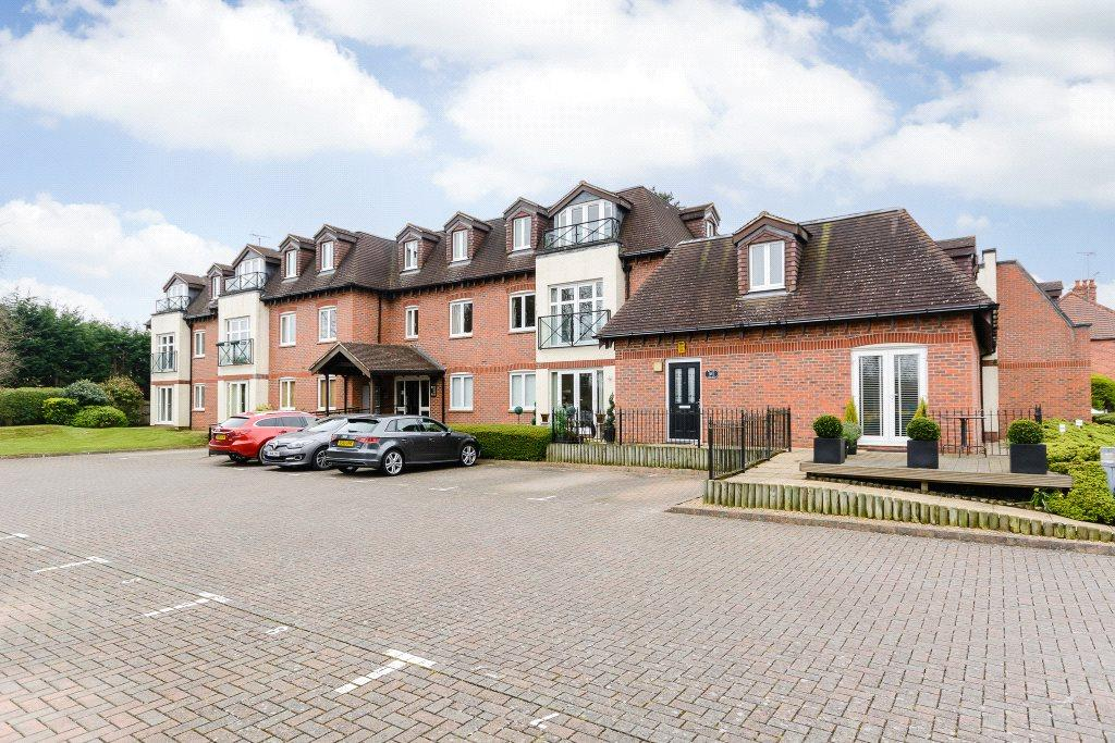 2 Bedrooms Flat for rent in River Court, Old Bath Road, Charvil, Reading, RG10