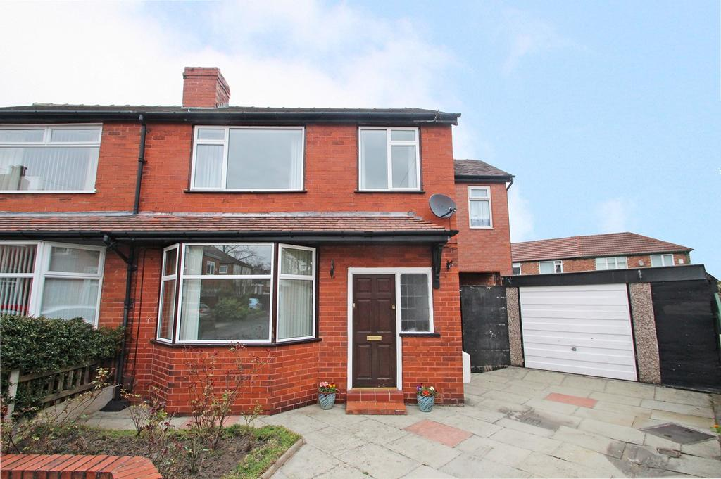 4 Bedrooms Semi Detached House for sale in Wyndcliff Drive, Flixton, Manchester, M41