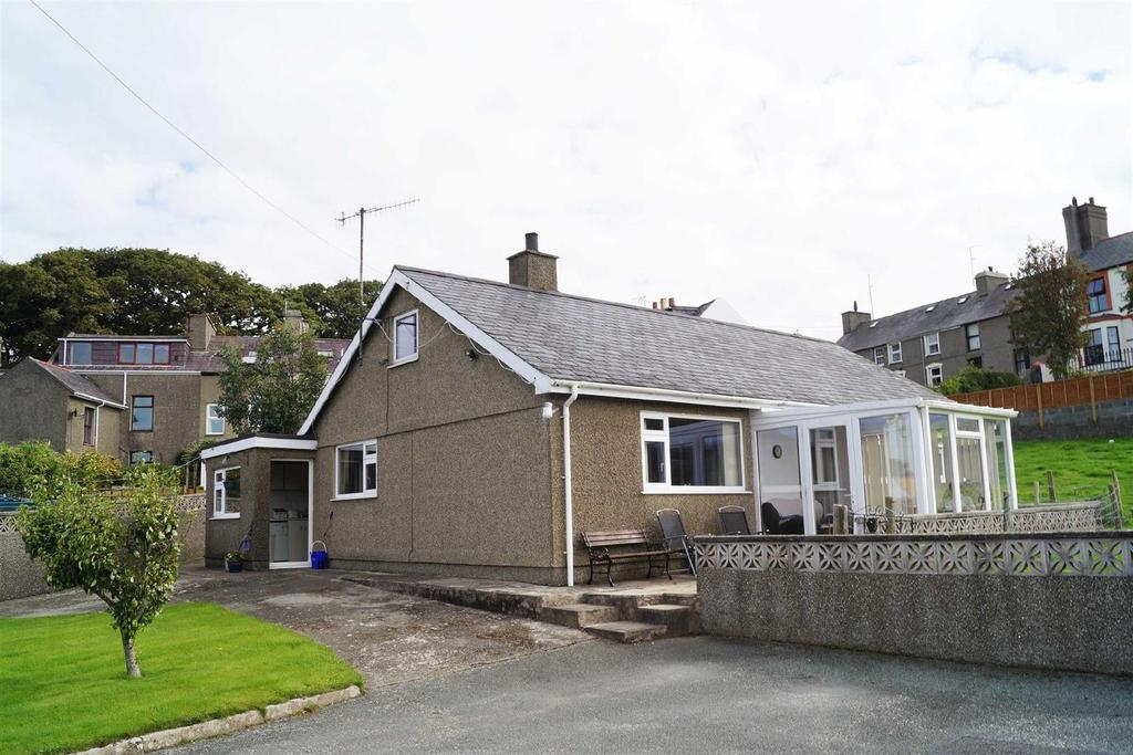 3 Bedrooms Detached Bungalow for sale in Y Fron, Nefyn