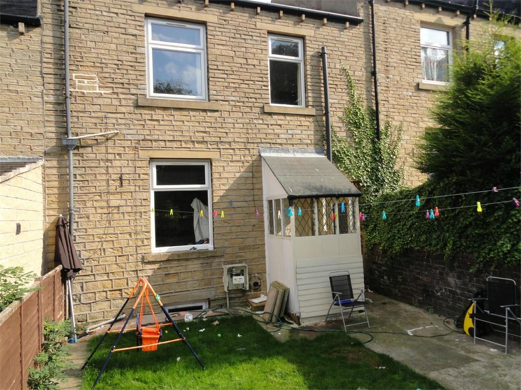 2 Bedrooms Terraced House for sale in Moorbottom Road, Thornton Lodge, Huddersfield, West Yorkshire, HD1