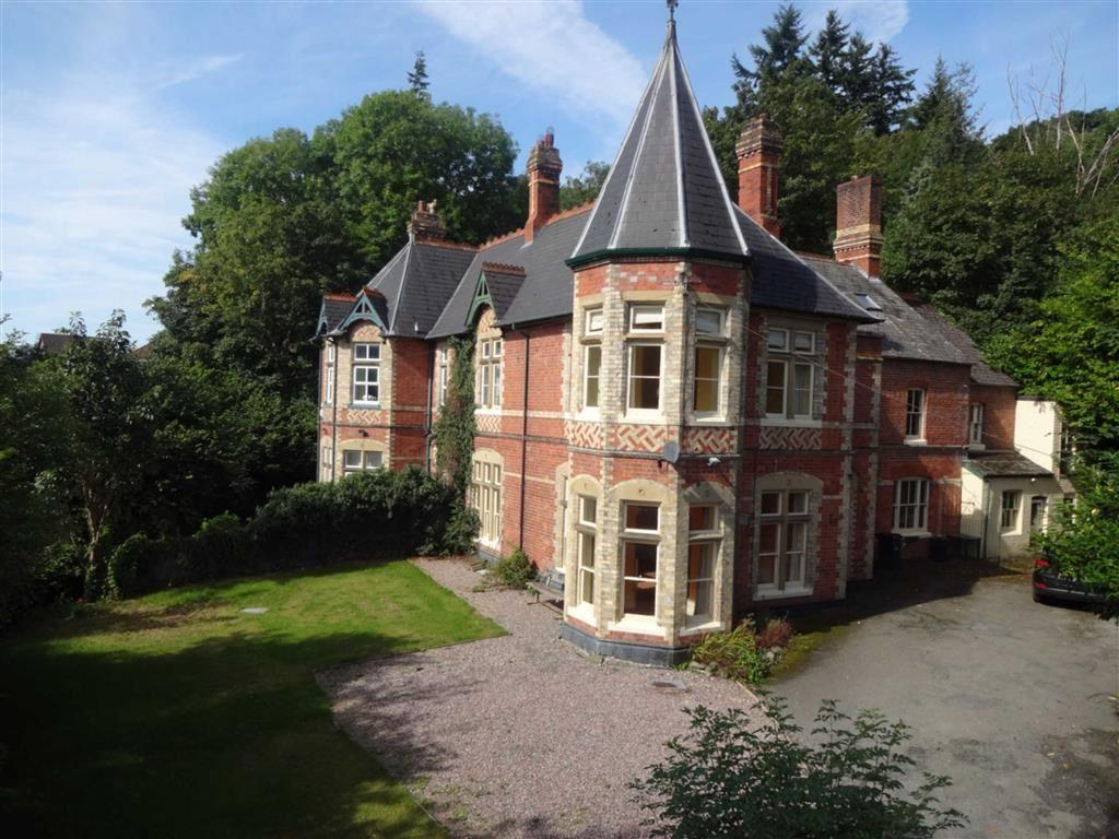 4 Bedrooms Semi Detached House for sale in Dolguan East, Milford Road, Milford Road, Newtown, Powys, SY16