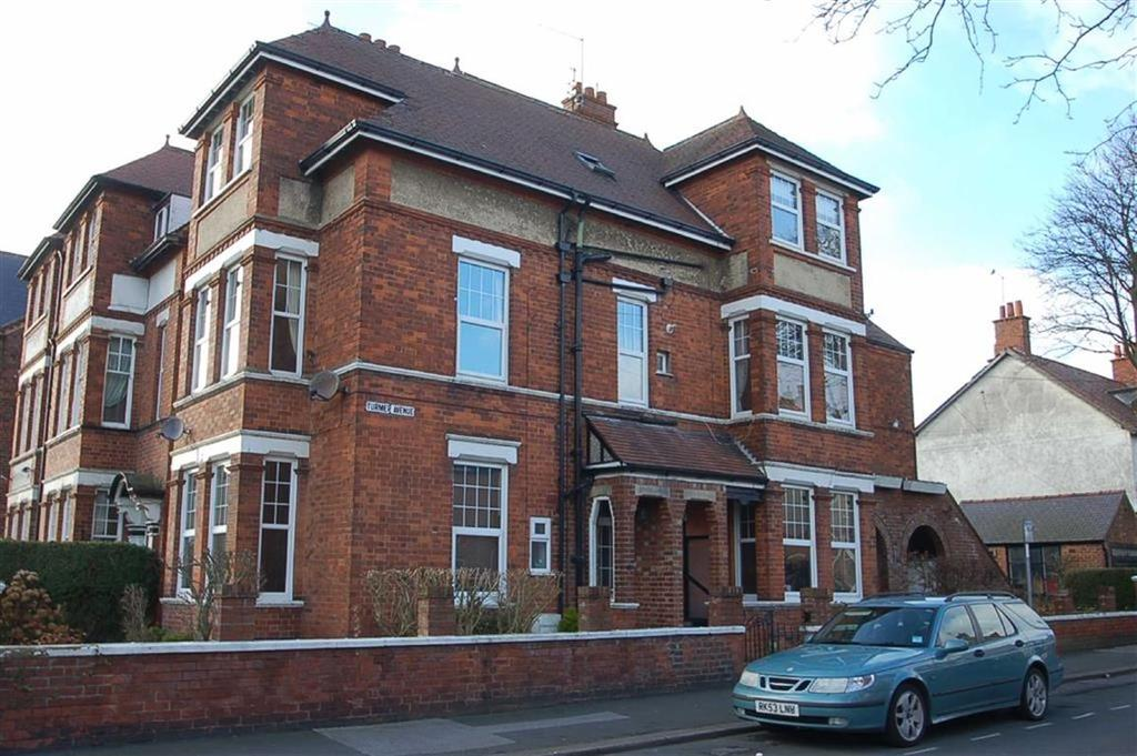 2 Bedrooms Flat for sale in Turmer Avenue, Bridlington, East Yorkshire, YO15