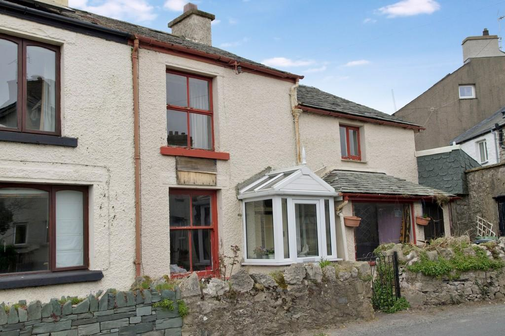 3 Bedrooms Semi Detached House for sale in Central Buildings, The Square, Allithwaite, Grange over Sands, Cumbria, LA11 7QE