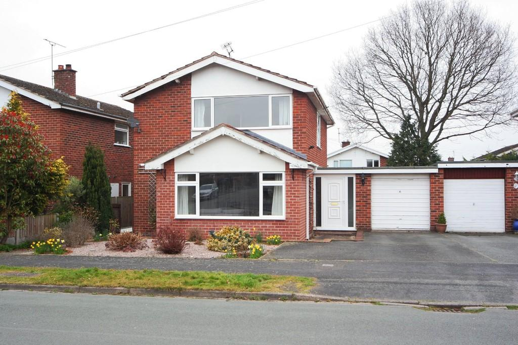 3 Bedrooms Detached House for sale in Heath Drive, Tarvin