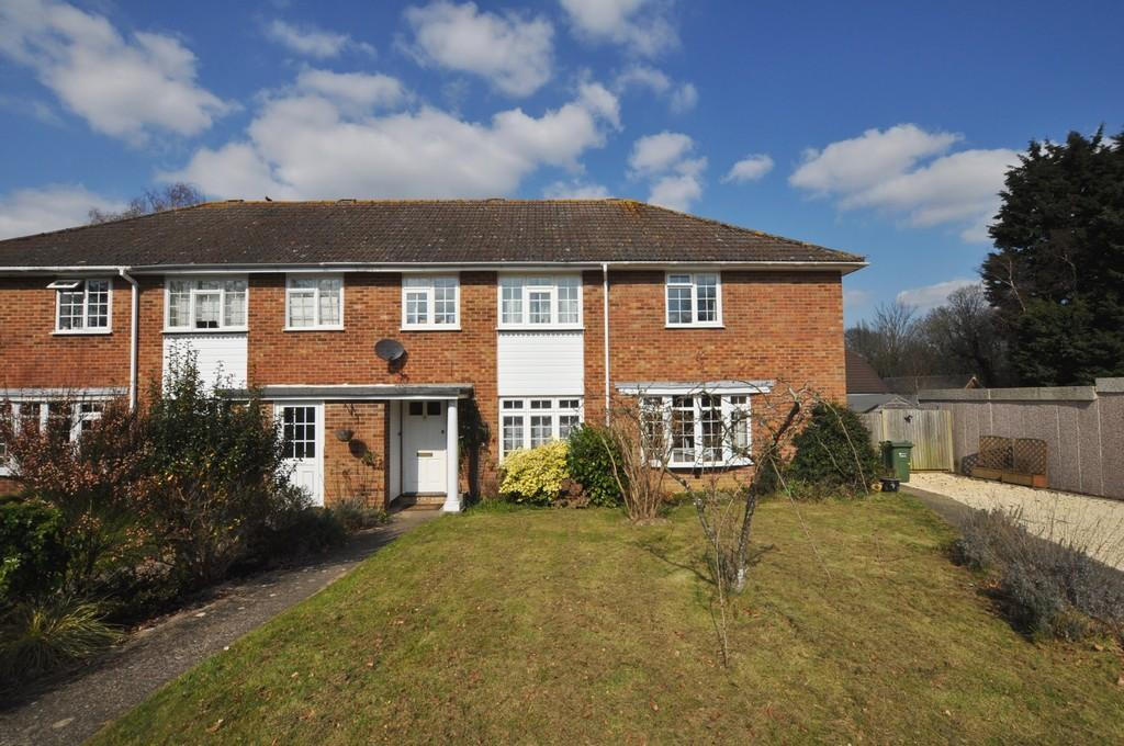 3 Bedrooms Terraced House for sale in Cranstoun Close, Guildford