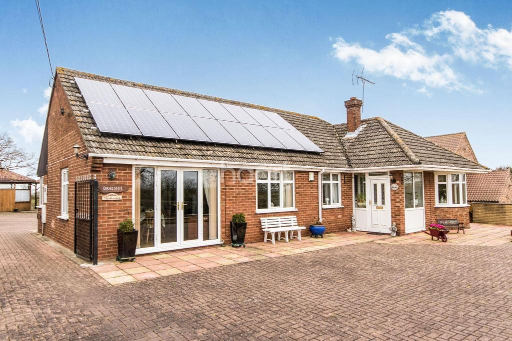 3 Bedrooms Bungalow for sale in Plough Hill, Potterhanworth, Lincoln, LN4