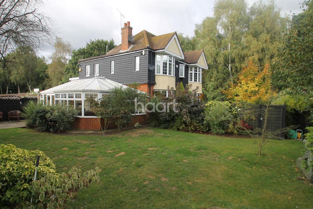 4 Bedrooms Detached House for sale in Forest Lodge