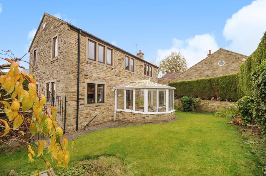 4 Bedrooms Detached House for sale in HOPE LANE, BAILDON, BD17 5AS