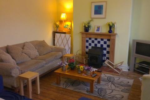4 bedroom house share to rent - Beechwood Mount, Burley, Leeds LS4