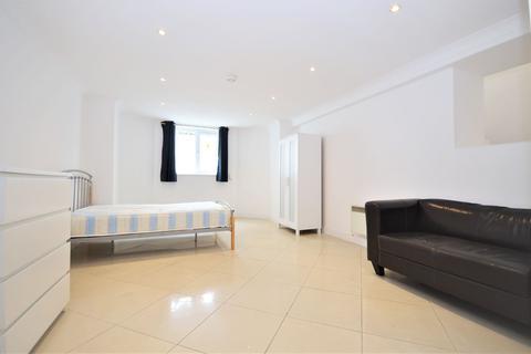 Studio to rent - Culmington Road, West Ealing W13 9NB