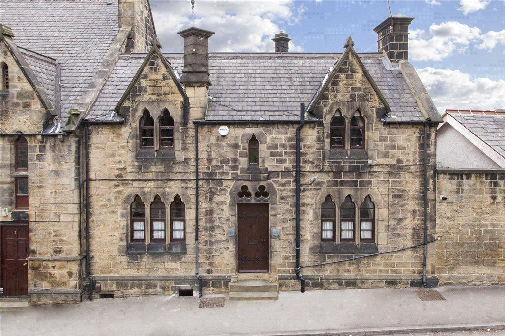 2 Bedrooms Terraced House for sale in New Street, Farsley, Pudsey, West Yorkshire