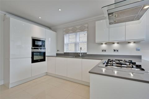 4 bedroom semi-detached house to rent - Pemberton Road, East Molesey, Surrey, KT8