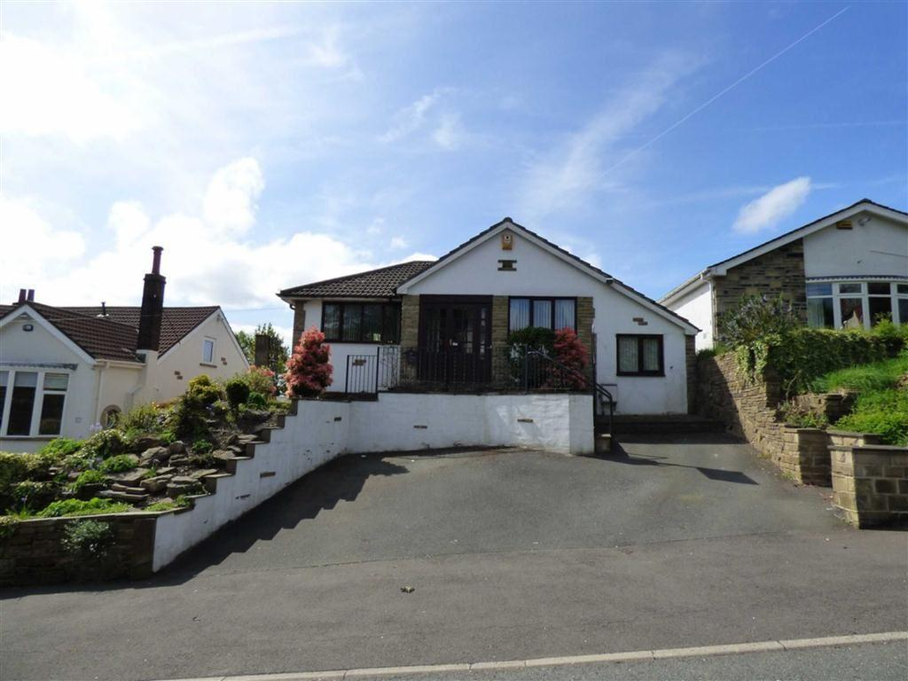 4 Bedrooms Detached Bungalow for sale in Netheroyd Hill Road, Fixby, Huddersfield, HD2