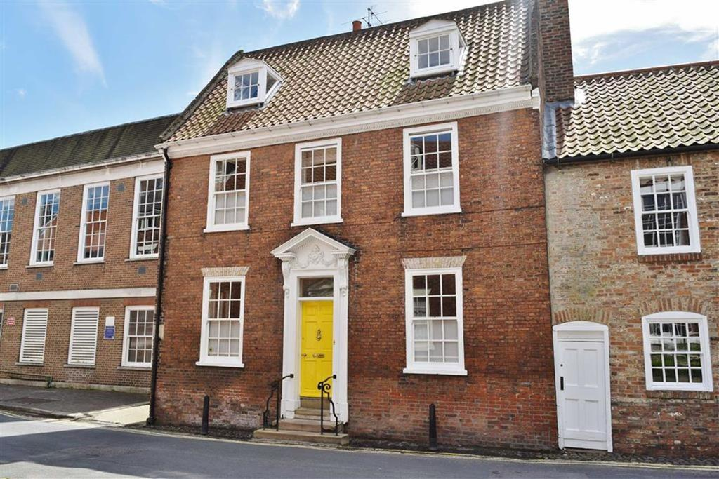 5 Bedrooms Town House for sale in Newbegin, Beverley