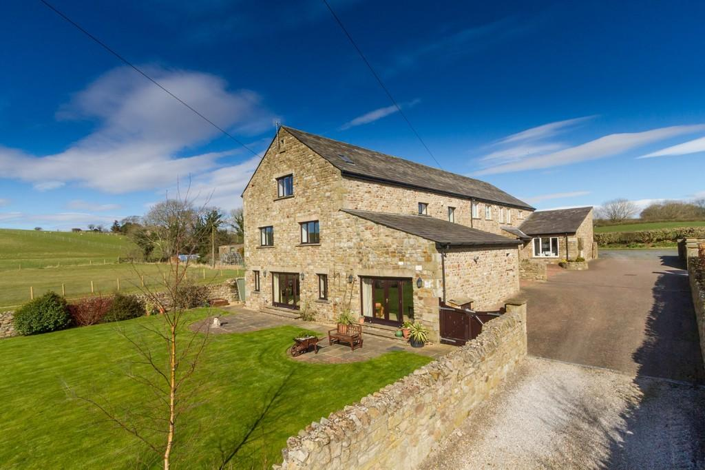 5 Bedrooms Barn Conversion Character Property for sale in Haverbreaks Barn, Foundry Lane, Slyne, Lancaster, LA2 6BH