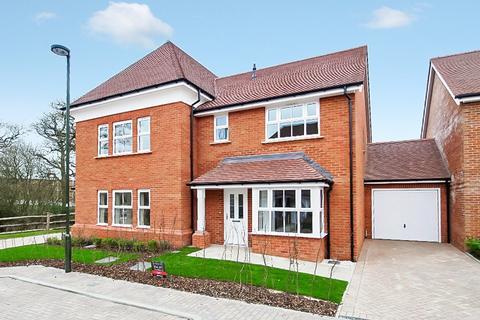 3 bedroom semi-detached house to rent - Highwood Crescent, Highwood, Horsham, RH12