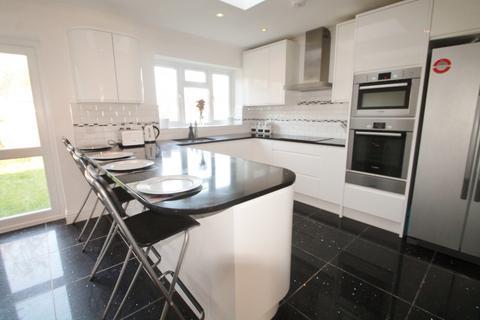 4 bedroom semi-detached house to rent - Helen Avenue, Feltham, TW14