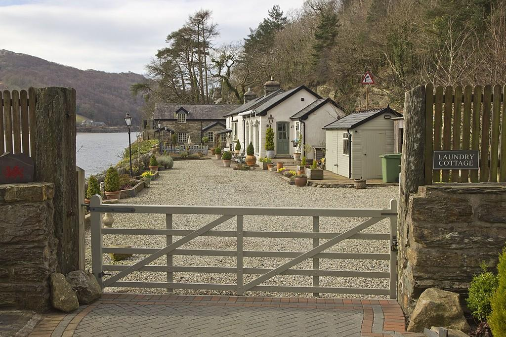 5 Bedrooms Detached House for sale in Tan-Y-Bwlch, Vale of Ffestiniog, North Wales