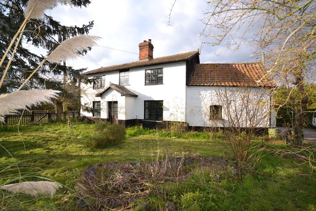 5 Bedrooms Detached House for sale in Old Buckenham, Norfolk