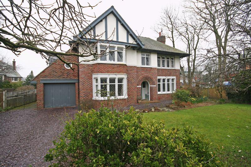 4 Bedrooms Detached House for sale in North Park Drive, Blackpool