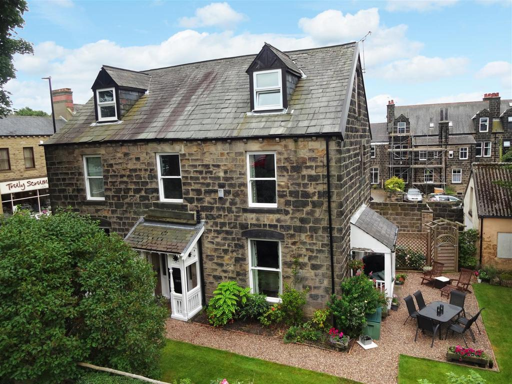 5 Bedrooms Link Detached House for sale in Town Street, Horsforth, Leeds