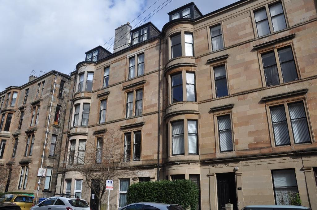 2 Bedrooms Flat for rent in Ruthven Street, Flat 3, Hillhead, Glasgow, G12 9BT