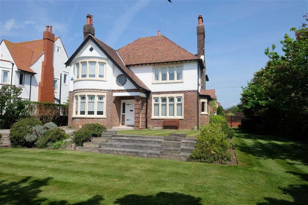 4 Bedrooms Detached House for sale in Clifton Drive South, St Annes On Sea