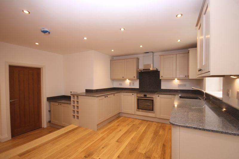 3 Bedrooms Terraced House for sale in HOLMBURY ST MARY