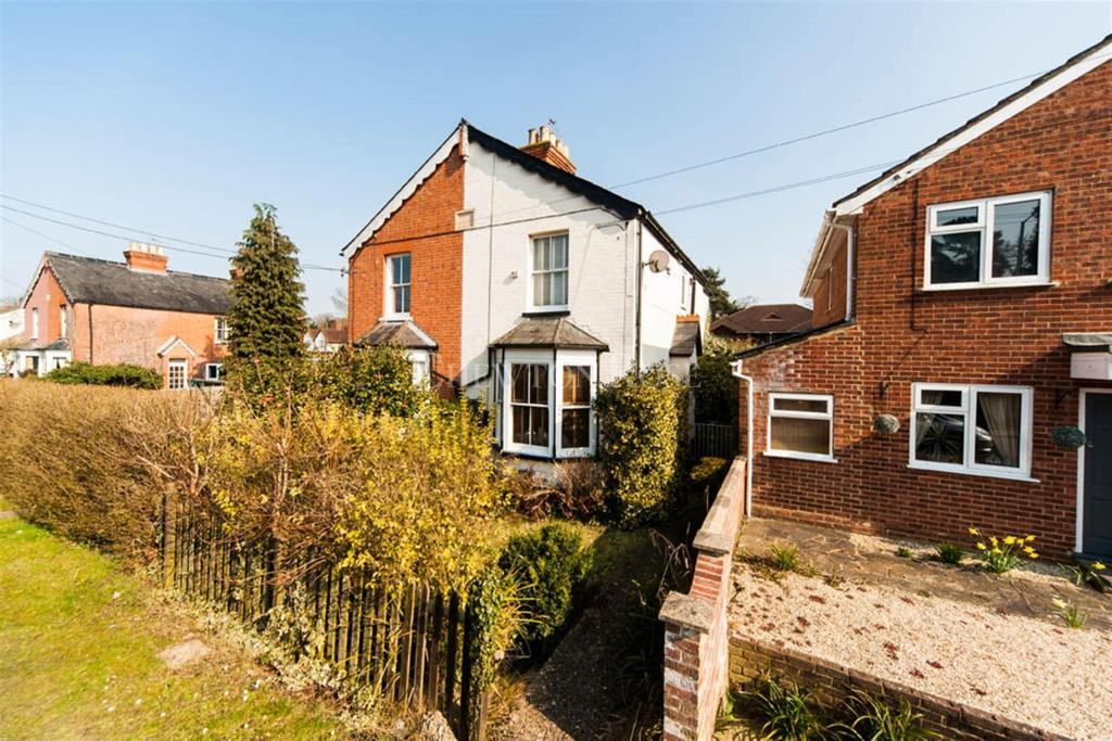 3 Bedrooms Semi Detached House for sale in New Road, Ascot.