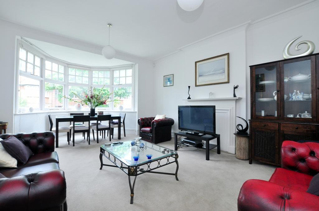 3 Bedrooms Flat for sale in Bracknell Gardens, Hampstead, NW3
