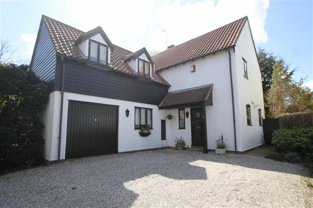 4 Bedrooms Detached House for sale in Kimberley Drive, Basildon, Essex, SS15 4DU