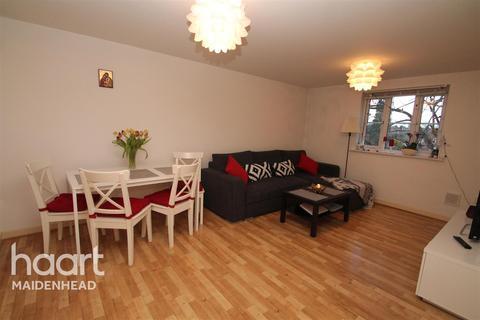 2 bedroom flat to rent - Burnham