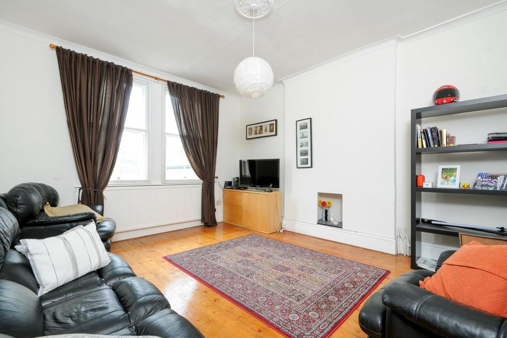 1 Bedroom Flat for sale in Madeley Road, Ealing, W5