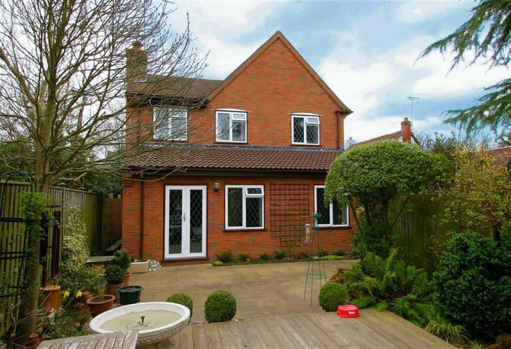 3 Bedrooms Detached House for sale in Gun Lane, Knebworth SG3 6BJ