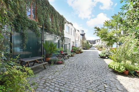 2 bedroom mews - Bathurst Mews, Tyburnia, London, W2