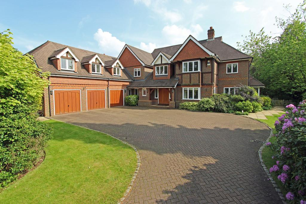 5 Bedrooms Detached House for sale in Beech Drive, Kingswood