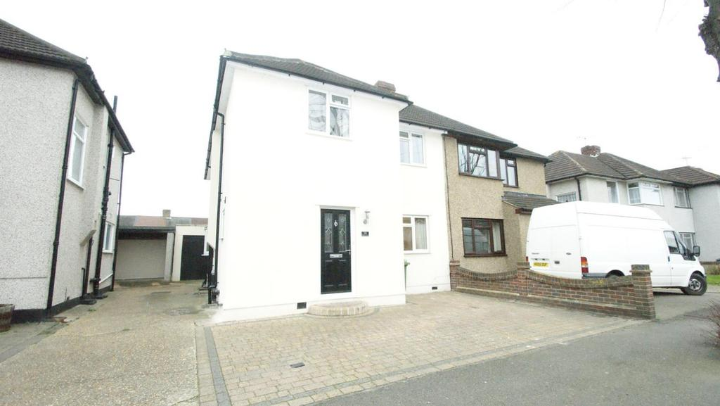 4 Bedrooms Semi Detached House for rent in Diban Avenue, Hornchurch, Essex, RM12