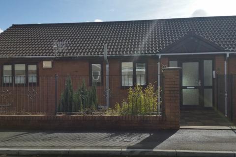 2 bedroom ground floor flat to rent - Pale Road, Skewen, SA10 6BW